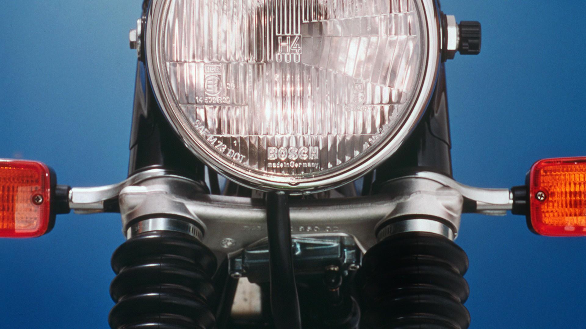 1977 рік - перша система попереджувальних сигналів для мотоциклів