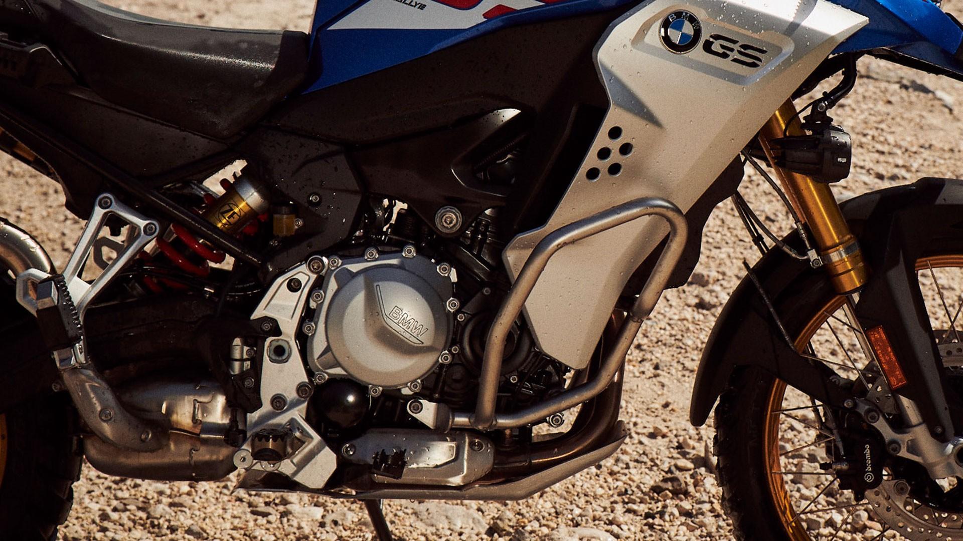 Захист картера двигуна і захисні дуги в стандартній комплектації