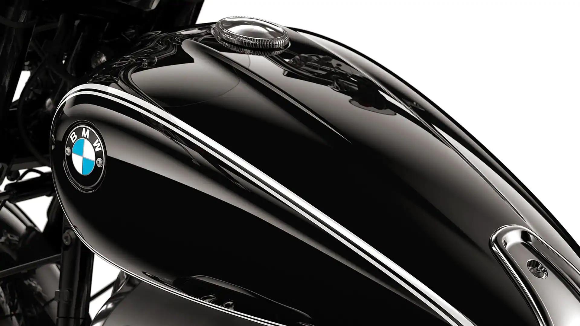 Чорний бак з подвійними цировками